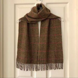 Edinburgh Old Town Weaving Houndstooth Wool Scarf